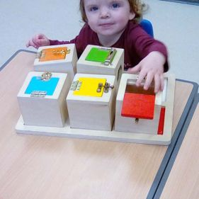 child-playing-with-blocks